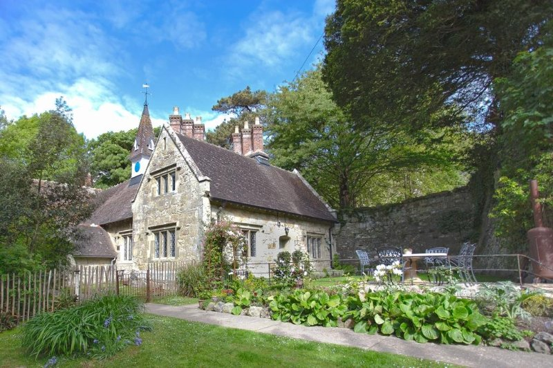 Church House located in Ventnor, Isle Of Wight - Image 1 - Bonchurch - rentals