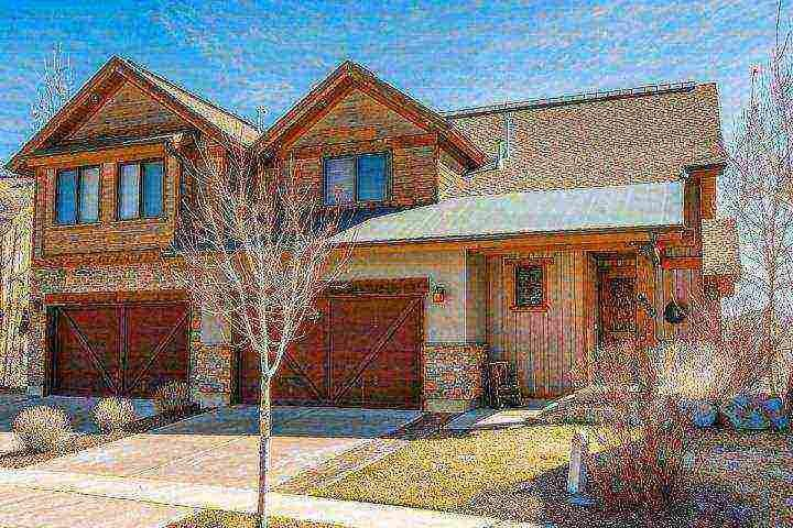 Finished in 2008, our three story, 3,200 square foot townhouse is located across from Deer Valley's Deer Crest Gondola in the Shores at Stillwater. - Deer Valley Jordanelle Vista - Heber City - rentals