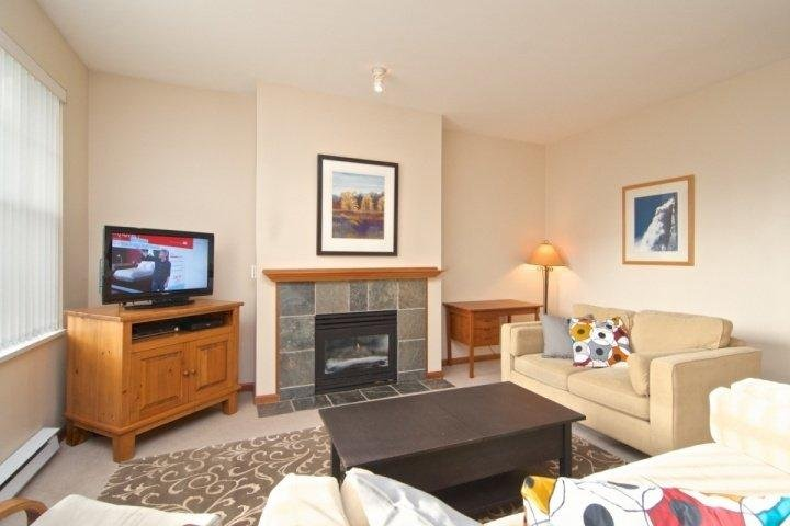 Spacious family size living room - Deer Run Unit 303 - Whistler - rentals