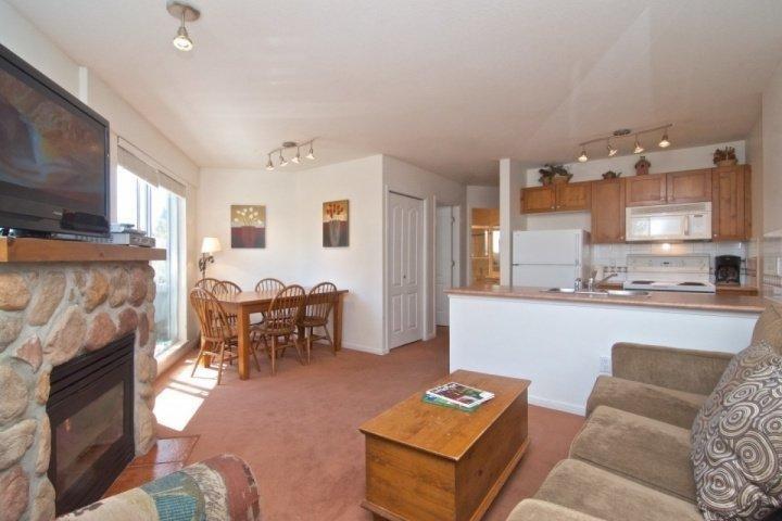 Open comfortable floor plan - Deer Lodge unit 449 - Whistler - rentals