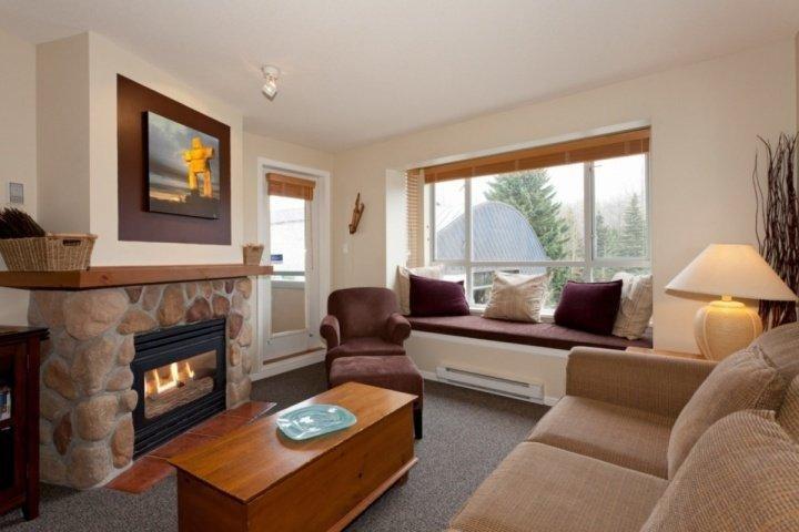 Window seat with Stellar mountain view - Eagle Lodge Unit 322 - Whistler - rentals