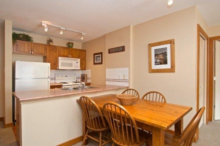 Dining for 6 - Eagle Lodge Unit 334 - Whistler - rentals