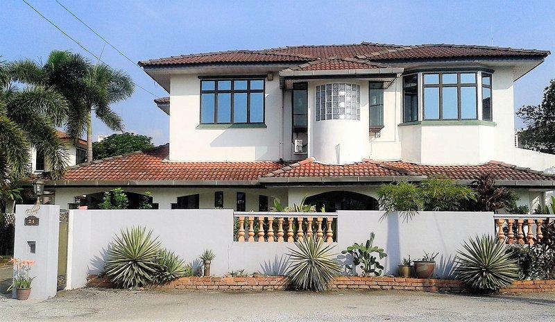 Double Storey Detached Bungalow - 4-Bedrooms Deluxe Villa (12 Pax) - Ipoh - rentals