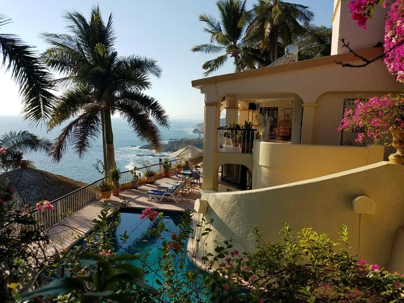 Where the action is.  This is where you will find the pool, living and dining, kitchen and bar. - Villa Paraiso, 6 bedroom, 5 bath Villa. - Acapulco - rentals