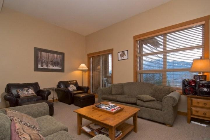 Spacious Living room with plenty of sitting areas - Mountain Star Unit 8 - Whistler - rentals