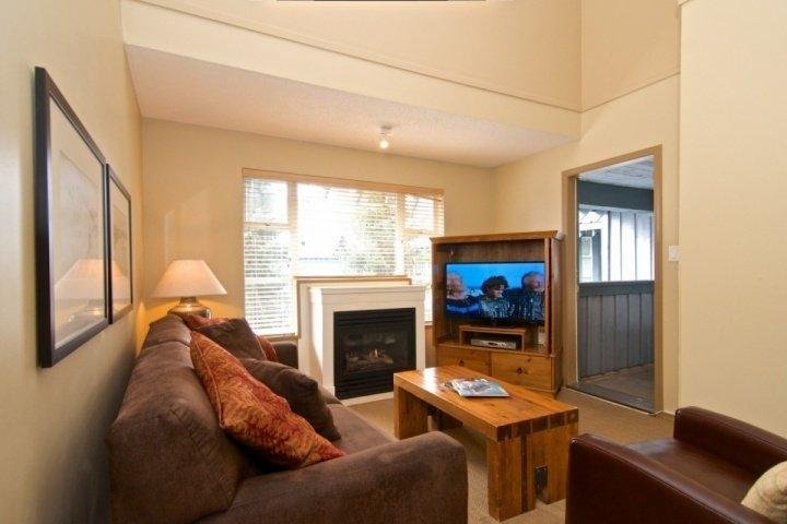 Spacious and comfortable with Court-yard/pool view - Glacier Lodge Unit 342 - Whistler - rentals