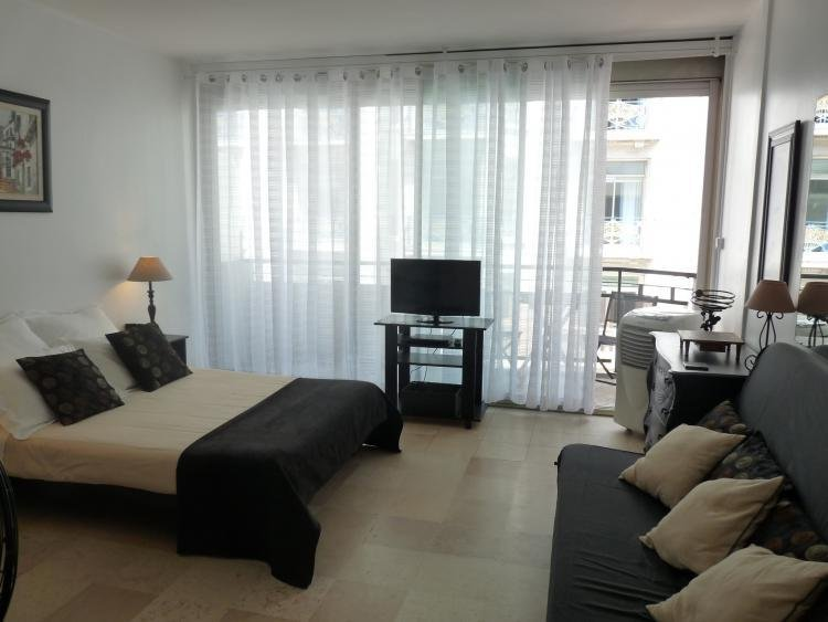 Martinez Studio, French Riviera Vacation Home with Terrace - Image 1 - Cannes - rentals