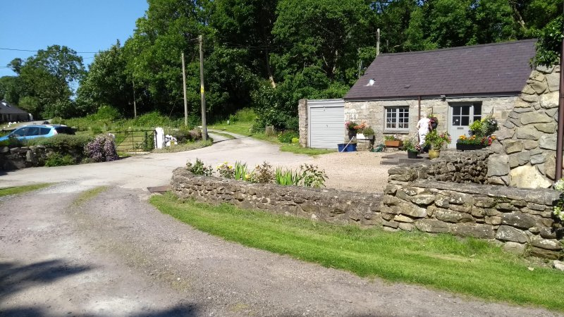 Riverside cottage close to the sea, mountains and woodlands - Image 1 - Trefor - rentals