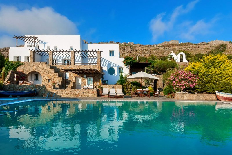 Sunset Retreat Mykonos offers stunning sunsets and seaviews from the large pool - Image 1 - Mykonos - rentals