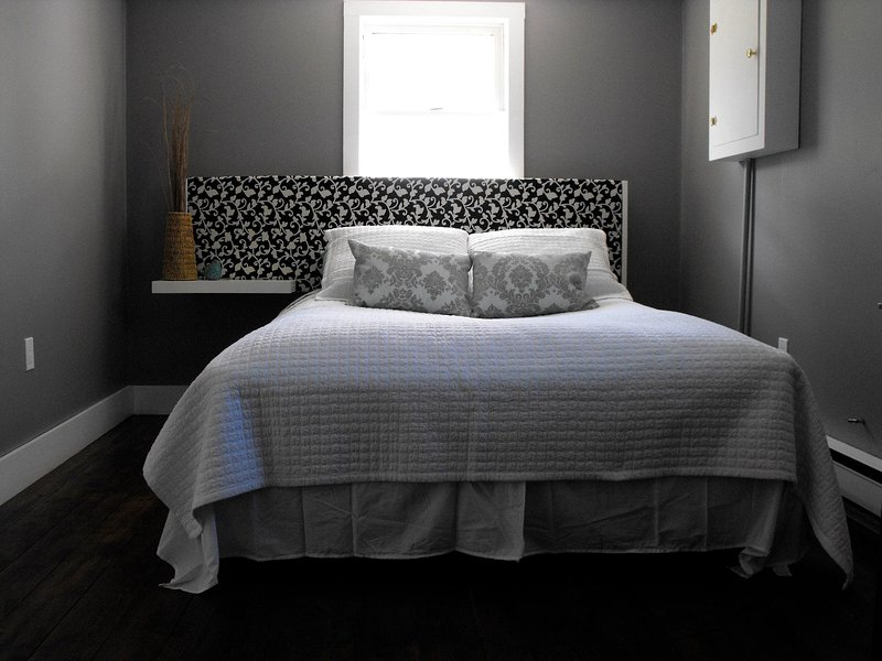 Master Bedroom - Far Far Away Guesthouse - Mahone Bay - rentals