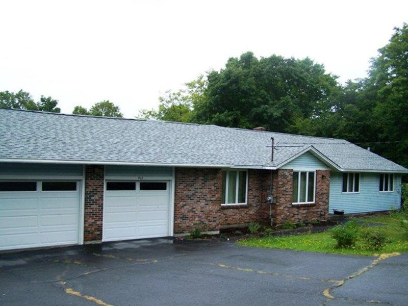 #200 Custom ranch with 2 car garage just minutes away from downtown Greenville - Image 1 - Greenville - rentals