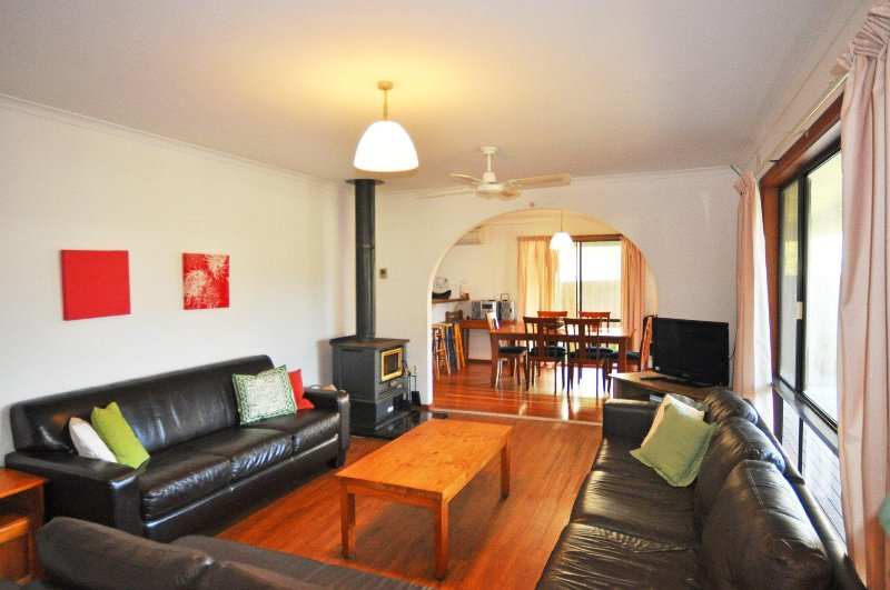 DRIFTWOOD ON ANDERSON - FREE WIFI! - Image 1 - Inverloch - rentals