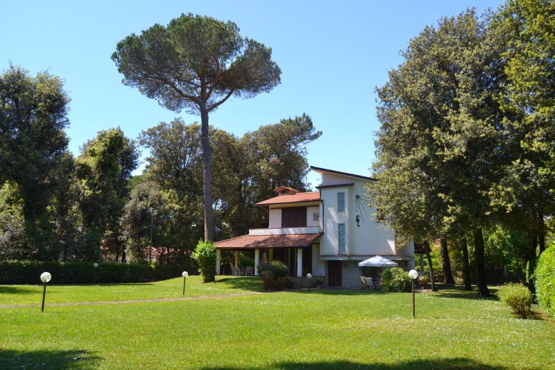 *SPECIAL OFFER* Villa with park plus Tent in Exclusive Beach Club - Image 1 - Marina Di Pietrasanta - rentals