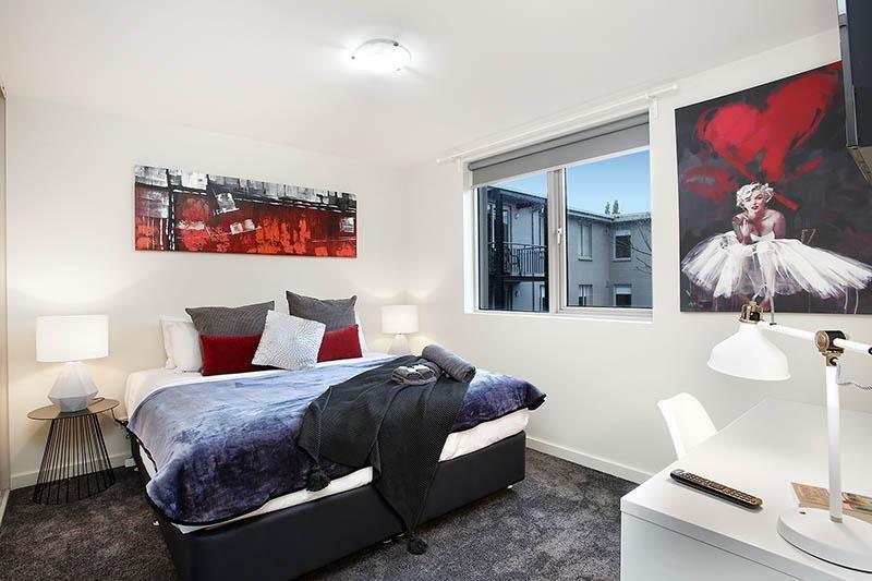 Comfortable queen bedroom - StayCentral Catani 3 quiet beach trams restaurants - St Kilda - rentals
