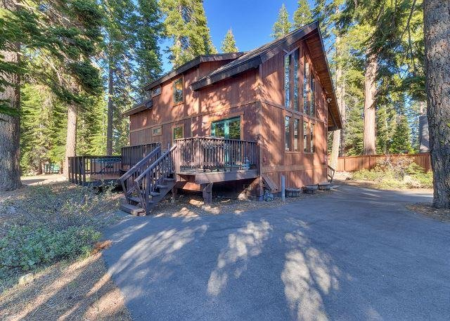 Four Summits -  4BR w/ Hot Tub & Pool Table - Dogs OK - From $250/nt - Image 1 - Carnelian Bay - rentals