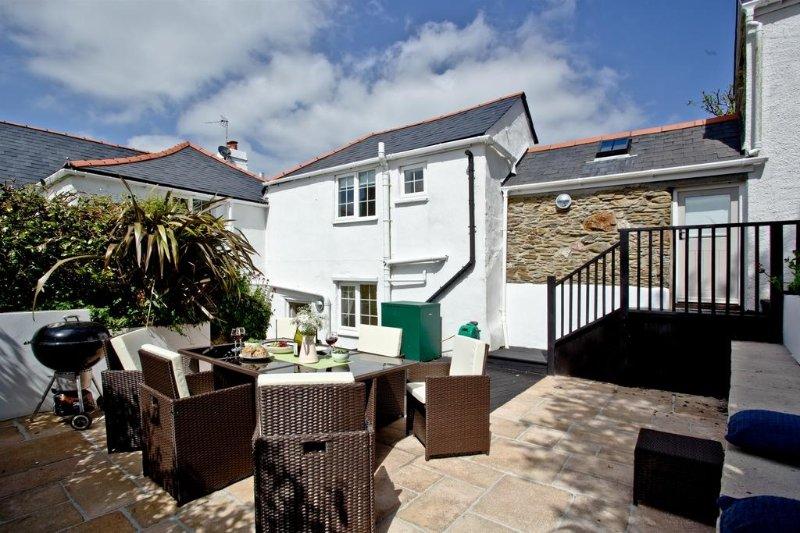 Willow Cottage, Kingston located in Near Bigbury, Devon - Image 1 - Kingston - rentals