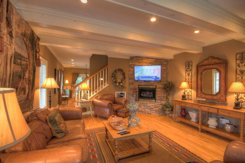 3BR Upscale Condo with Hot Tub, King, Delightful decks, Nestled in downtown - Image 1 - Banner Elk - rentals