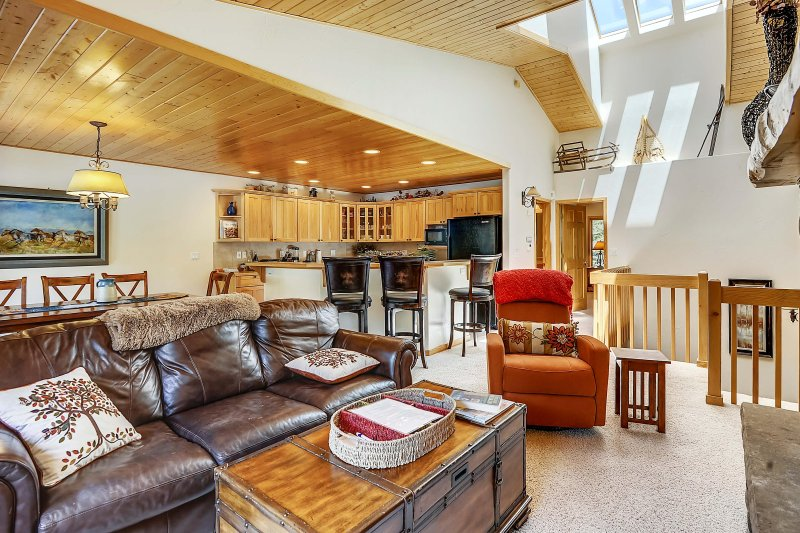 Main level skylight cascades through this bright and open townhome - Slopeside 202 - Winter Park - rentals