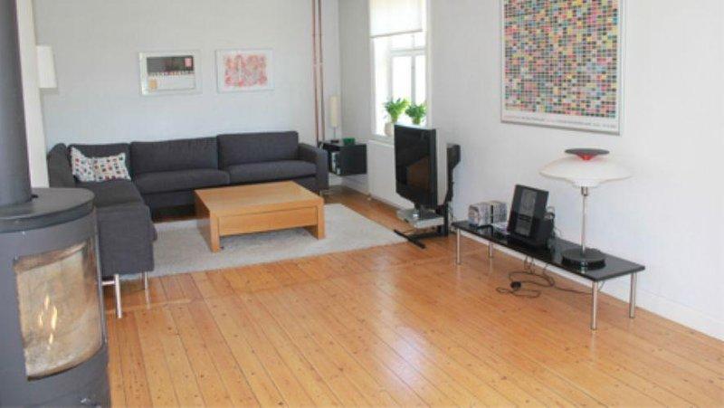 3 bedrooms, 1 bathroom - Lovely Copenhagen house at Groendal station - Copenhagen - rentals