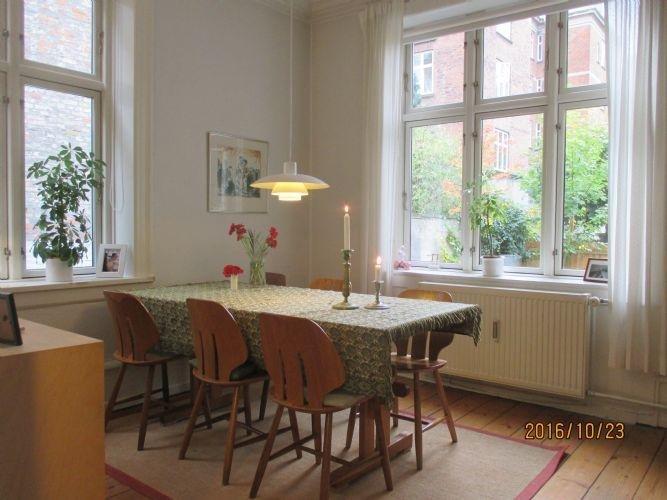 4 bedrooms, 1 bathroom - Family-friendly Copenhagen apartment with courtyard - Copenhagen - rentals