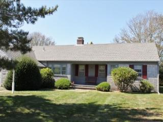 Fabulous 2 Bedroom Chatham location! Just a short distance to Chatham Village - Chatham vacation rentals
