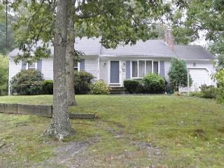 HARWICH- LONG POND AREA 3 BEDROOM 2 BATH JUST QTR. MILE TO THE BIKE TRAIL! - Harwich vacation rentals