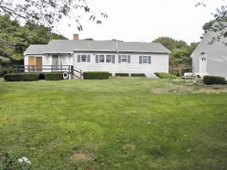 Updated Eastham cottage located just 6/10's of a mile from Campground Beach - Eastham vacation rentals
