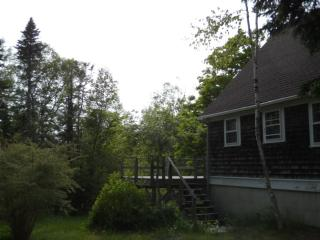 Perfect 3 bedroom Brooklin House with Deck - Brooklin vacation rentals