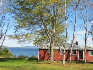 2 bedroom House with Deck in Brooklin - Brooklin vacation rentals