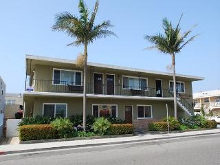 Best Deal inTown! Sleeps 10. Add upper condos for rest of the family! (68257) - Newport Beach vacation rentals