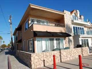 Enjoy the Boardwalk! 3 Bedroom Oceanfront Single Family Home! (68217) - Newport Beach vacation rentals