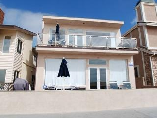 Beautiful 3 Bedroom Oceanfront Unit! Close to Balboa Pier! Views! (68132) - Newport Beach vacation rentals
