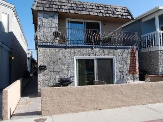 Charming Upper Unit of a Duplex! Ocean View from Deck! (68187) - Newport Beach vacation rentals