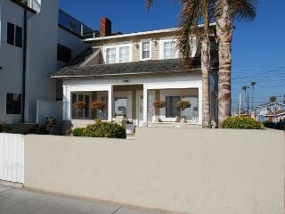 Beautiful Oceanfront Single Family Home! Huge Front Yard & Porch! (68173) - Newport Beach vacation rentals