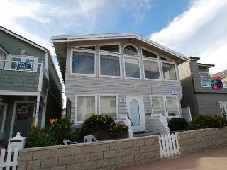 Spacious 4 Bedroom Bayside Single Family Home! Excellent Location! (68221) - Newport Beach vacation rentals