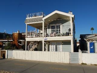 4 Bedroom Oceanfront Upper level unit! Rooftop Deck & Ocean Views! (68167) - Newport Beach vacation rentals