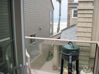 South Mission Beach apartment with balcony, ocean views and, pet friendly - Pacific Beach vacation rentals