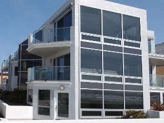 Luxury 2nd floor condo- 3 patios, views, full kitchen, near beach - Pacific Beach vacation rentals