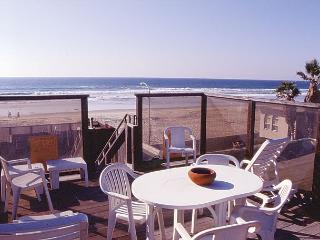 Cute 2nd floor apartment - private balcony and rooftop deck, near beach - San Diego County vacation rentals