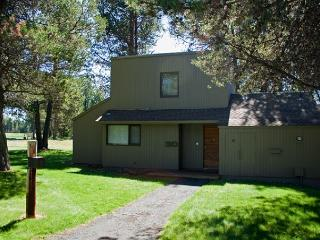 Upscale Sunriver Condo with Gas Fireplace and Wifi Near the Village - Sunriver vacation rentals