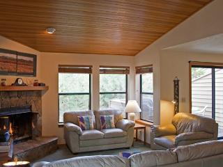 Sunriver Condo with Cable and Hot Tub Near Woodlands Clubhouse - Sunriver vacation rentals