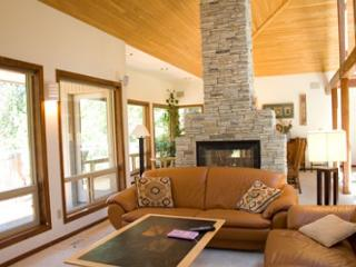 Impressive Sunriver Home Inviting Views and A/C On the Golf Course - Sunriver vacation rentals