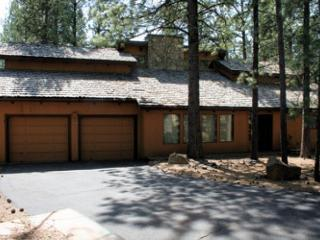 Family Fun Sunriver Home with Video Games and Hot Tub Near Fort Rock Park - Central Oregon vacation rentals