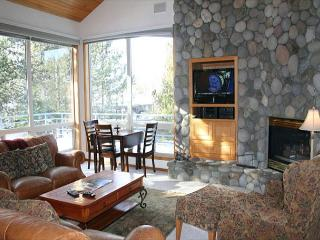 Lift Ticket Deals with Hot Tub and Gas Fireplace Near Observatory - Sunriver vacation rentals