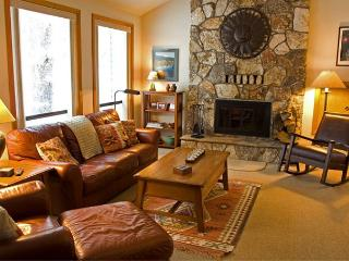 Skier's  Sunriver Home with Flat Screen TV and Hot Tub Near North Store - Sunriver vacation rentals