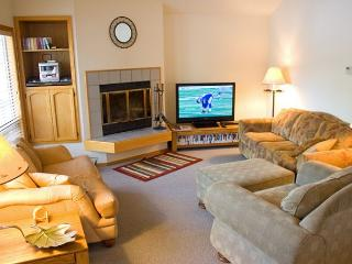 Pac Crest Sunriver Home with Hot Tub and A/C Near the Village - Sunriver vacation rentals