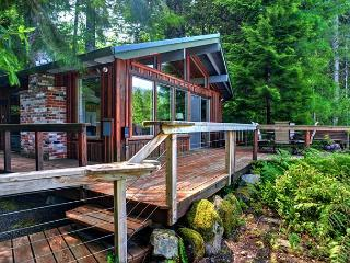 River View Cabin-Romantic cabin, Fireplace, Sandy River Views. Hot tub - Mount Hood vacation rentals