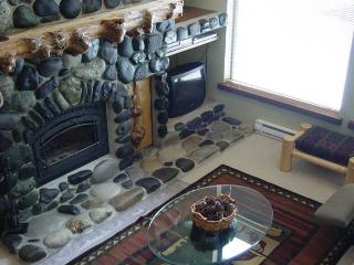 Lodge style condo on the Payette River. Walk to the lake. - McCall vacation rentals