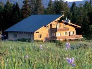 Spacious Lodge Style Home On Large Acreage and Extra Parking - Southwestern Idaho vacation rentals