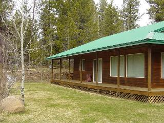 Peaceful mountain-style home with large yard. - Southwestern Idaho vacation rentals